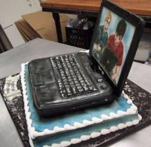 bolo em formato de computador